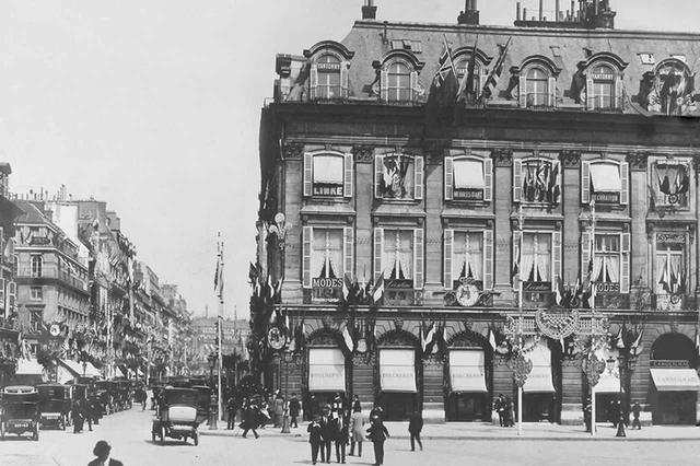 画像: 1914年頃のヴァンドーム広場のブティック