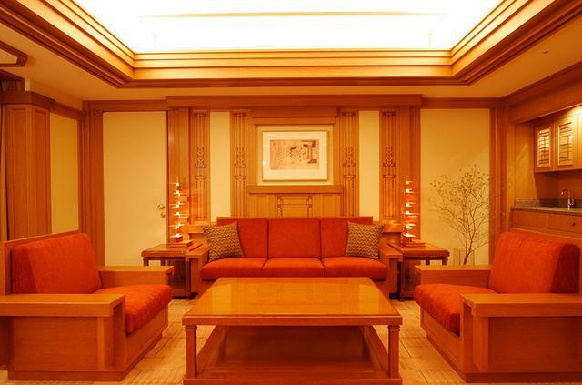 画像: 同じくフランク・ロイド・ライト スイートのリビング。帝国ホテル東京のシグネチャールームともいえる存在だ
