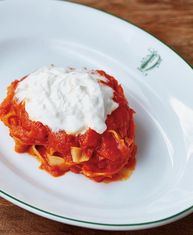 画像: トスカーナの名物、ポマローラソースのスパゲッティ¥2,500 ストラッチャテッラチーズがクリーミー