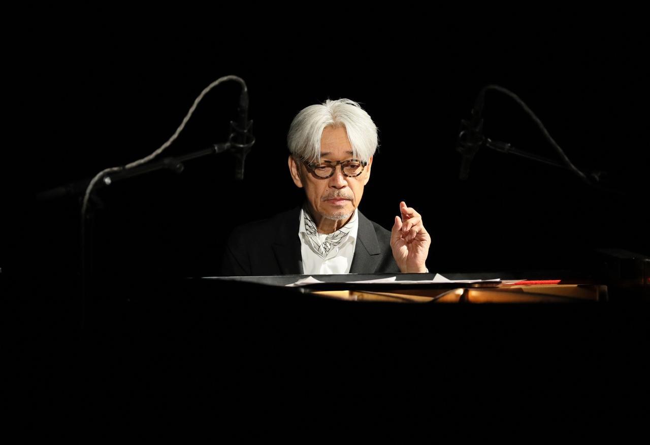 Images : 2番目の画像 - 「坂本龍一が、 一夜限りのトーク&ライブ会場で語ったこと」のアルバム - T JAPAN:The New York Times Style Magazine 公式サイト