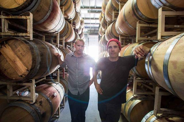 画像: モンダヴィ家長男のカルロ(右)とダンテ(左)。「ソノマ・コーストは世界のトップクラスに匹敵するテロワールをもつと自負しています」とカルロ COURTESY OF RAEN WINERY