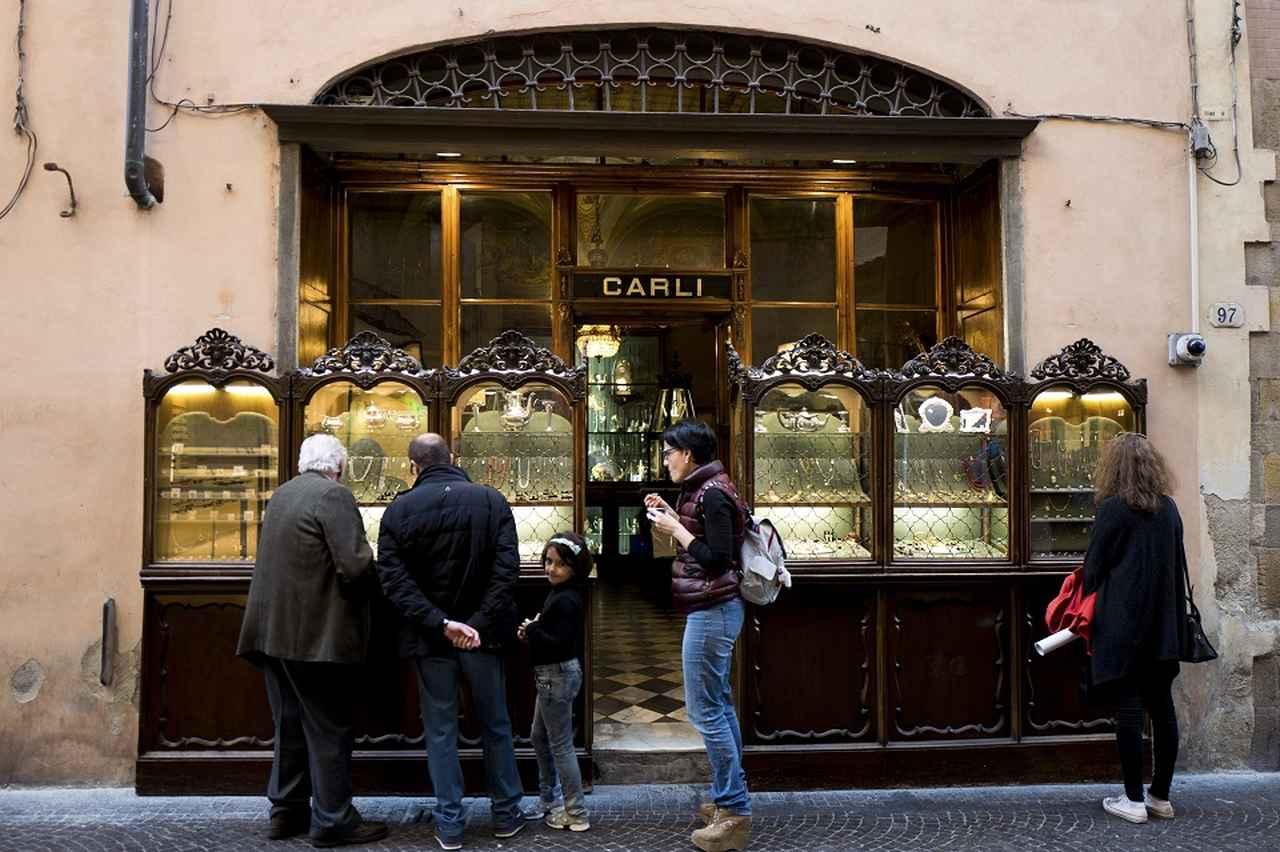 Images : 2番目の画像 - 「消えゆく美を守り続ける イタリア最古のジュエリー店 「カルリ宝飾店」」のアルバム - T JAPAN:The New York Times Style Magazine 公式サイト