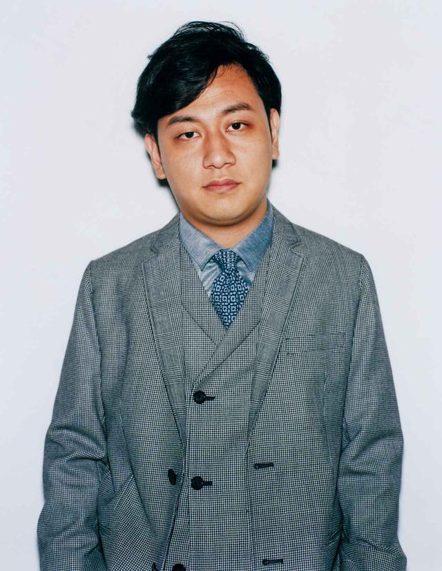 画像: ジャケット ¥130,000、ベスト ¥76,000、シャツ ¥43,000、タイ ¥21,000 ジョルジオ アルマーニ ジャパン(エンポリオ アルマーニ) TEL. 03(6274)7070