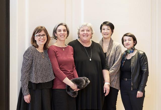 画像: (写真左から)ドミニク・シュルマン、アンヌ・モレ、ソフィー・ムニエ、千砂・ビーズ、ナタリー・トロ