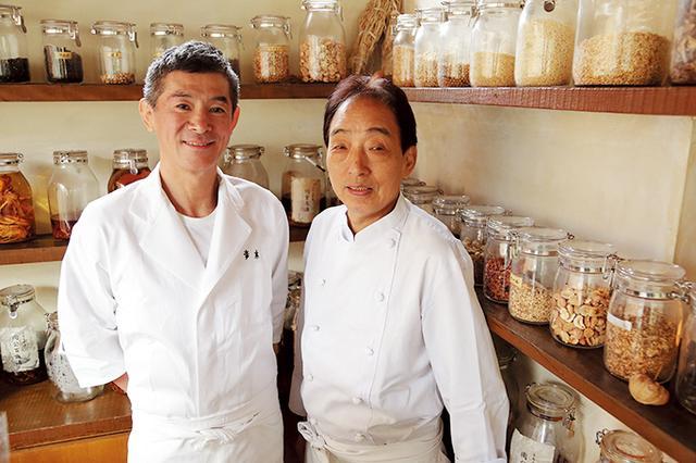 画像: 青木利勝(左)と「草思庵」遠山光雄