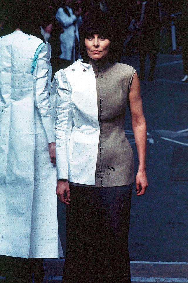 画像: 非対称的なスタイル(1997-'98年秋冬プレタポルテコレクション) FIRSTVIEW