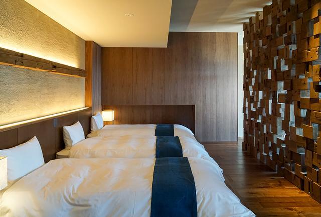 画像: 「オーシャンビュー スイート」のベッドスペース。 同じ寝具が並べられるため、意外に部屋選びに困る3人滞在のときにも安心