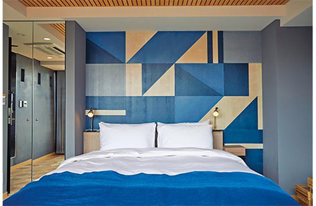画像: ホテルの基本が3B(ベッド、ブレックファースト、バスルーム)であることは忘れていない「WIRED HOTEL ASAKUSA」。とりわけ注目なのがベッド。日本のホテルとしては初めて、ドバイの7ツ星ホテルでも使用されているDUXIANAのベッドをペントハウスからドミトリー(!)までの全室に導入している