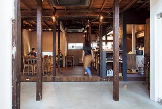 「HAGISO」の1階にある、「HAGI CAFE」の店内