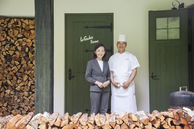 画像: 大塚健一シェフ、敬子マダム。「食材が新鮮なので、毎日わくわくしながら料理してます!」とシェフ