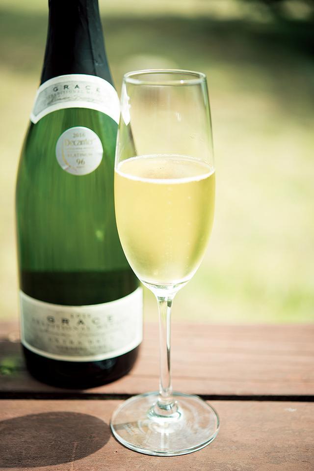 画像: 「デキャンタ・ ワールドワイン・アワード 2016」でアジア初のプラチナ賞を受賞した 「グレイス エクストラ ブリュット 2011」(750ml)オープン価格