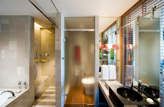 画像: 使い勝手のよい、同室内のバスルーム