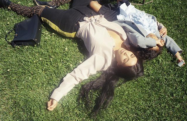 画像: 「エピソード1」 カニエ ・ウェストの妻でモデル、ソーシャライトのキム・カーダシアン(左)と娘のノース・ウェスト(右)