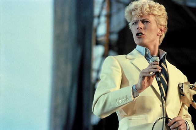 画像: 大ヒットしたアルバム『レッツ・ダンス』に伴う、1983年の『シリアス・ムーンライト』ツアーより KEVIN CUMMINS, PREMIUM ARCHIVE/GETTY IMAGES
