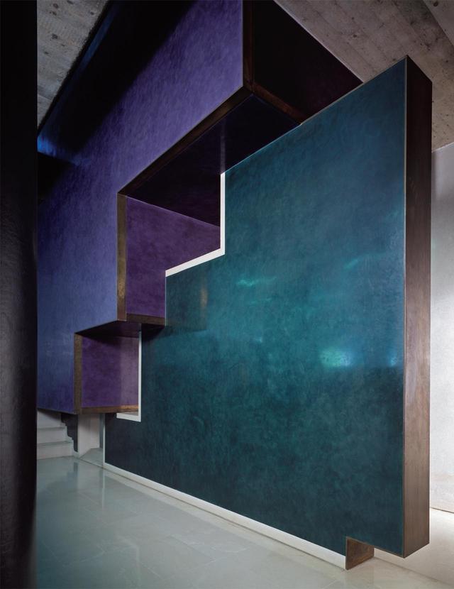 画像: ヴェローナにあるポポラーレ銀行の漆喰の壁。スカルパはブロックを組み合わせたような幾何学的な形が好きだったことがうかがえる PHOTOGRAPH BY VACLAV SEDY/CISA A. PALLADIO