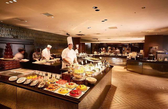 画像: シェフがその場で調理する「シェフズ ライブ キッチン」 ブッフェでもクオリティの高い作りたての料理に大満足