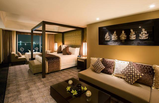 """画像: アジアンテイストの「ラグジュアリー・オリエンタル・ルーム」 23階と24階にあるデザイナーズスイート&ルームの中で、アジアやパリなど、特別なテーマをもとにデザインされた""""コンセプトルーム""""は人気が高い"""
