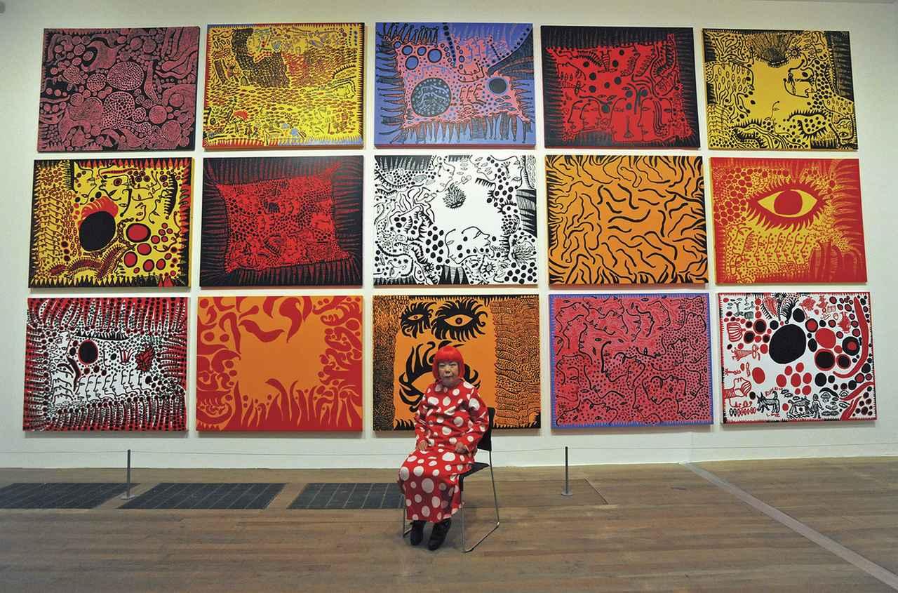 画像 : 2011年、ロンドン、テート・モダンで開催された回顧展にて