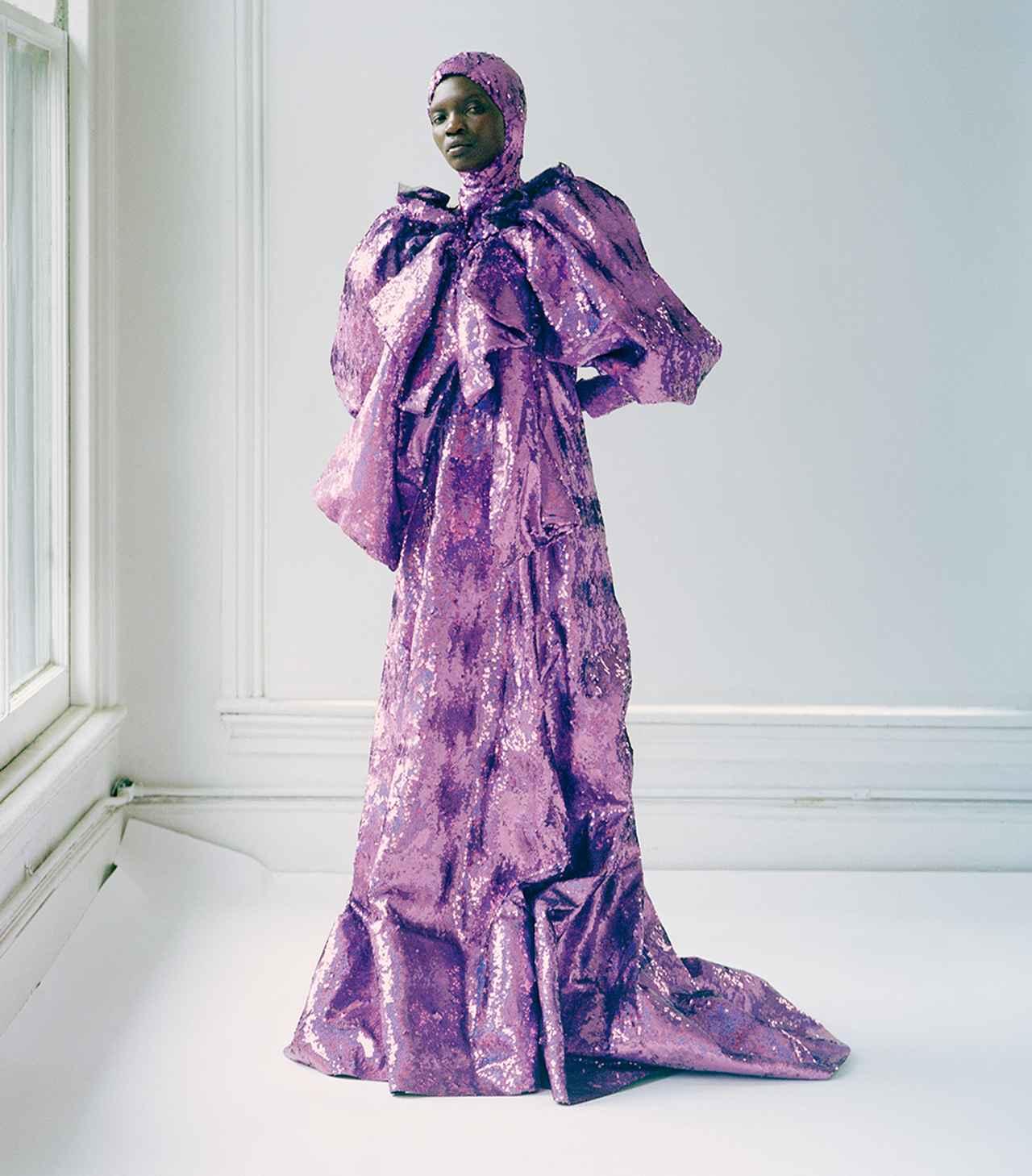 """画像: かつての輝かしい王朝時代や皇后を彷彿させるドレス。 グッチのアレッサンドロ・ミケーレは、 滅亡した貴族の伝説を""""ポストナショナル""""的に描いた ドレス(参考商品) グッチ ジャパン カスタマーサービス(グッチ) フリーダイヤル: 0120(88)1921"""