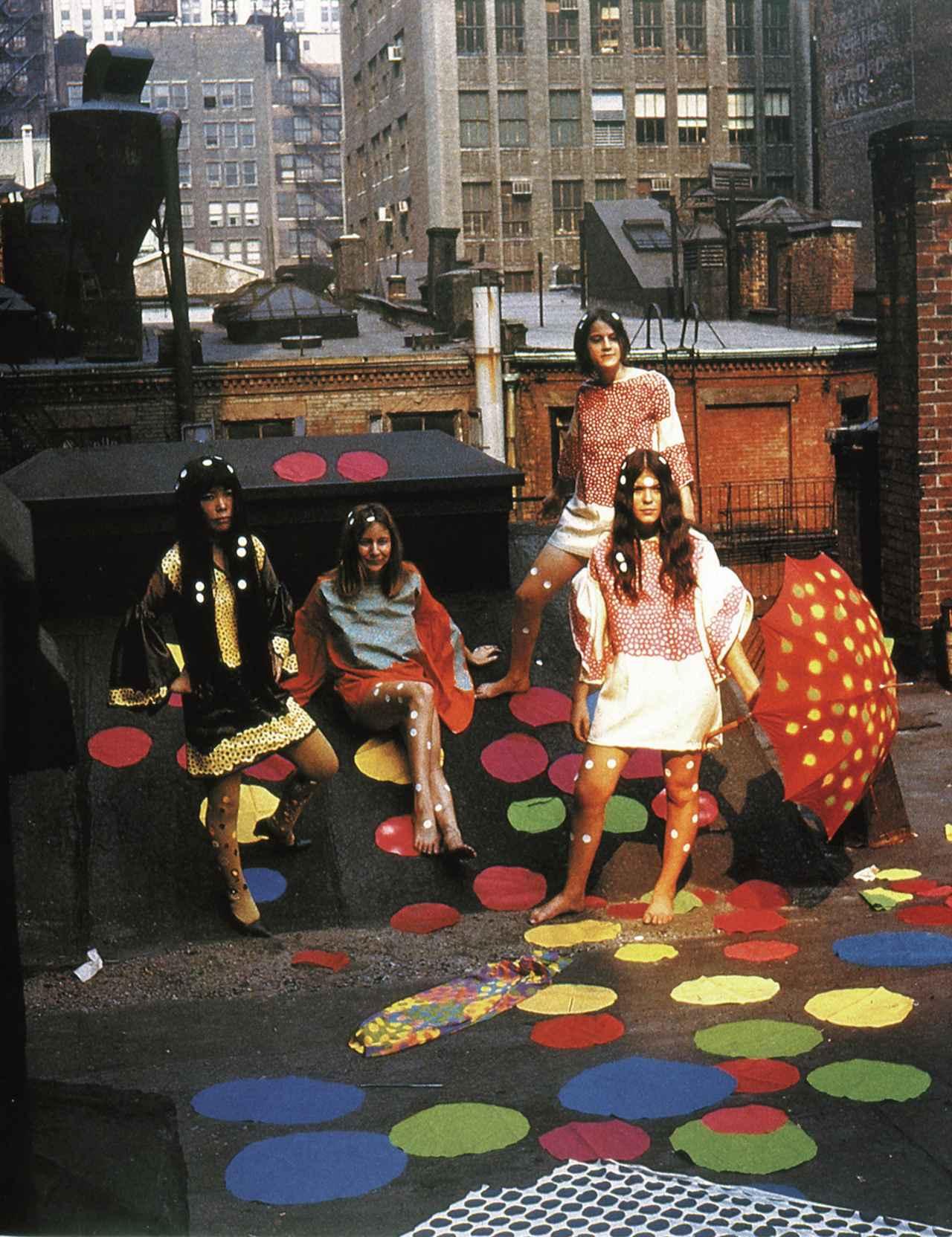画像 : 「草間のファッションショー」1968年