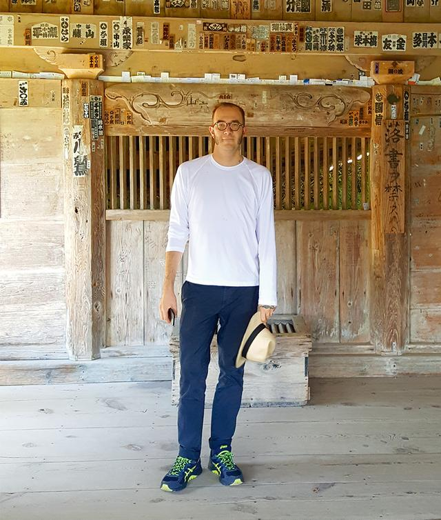 画像: 「昨夏、北日本にあるお寺に行ったときの私。そこでは、いたるところで美を見つけ出すことができるのです」 COURTESY OF MARCO ZANINI