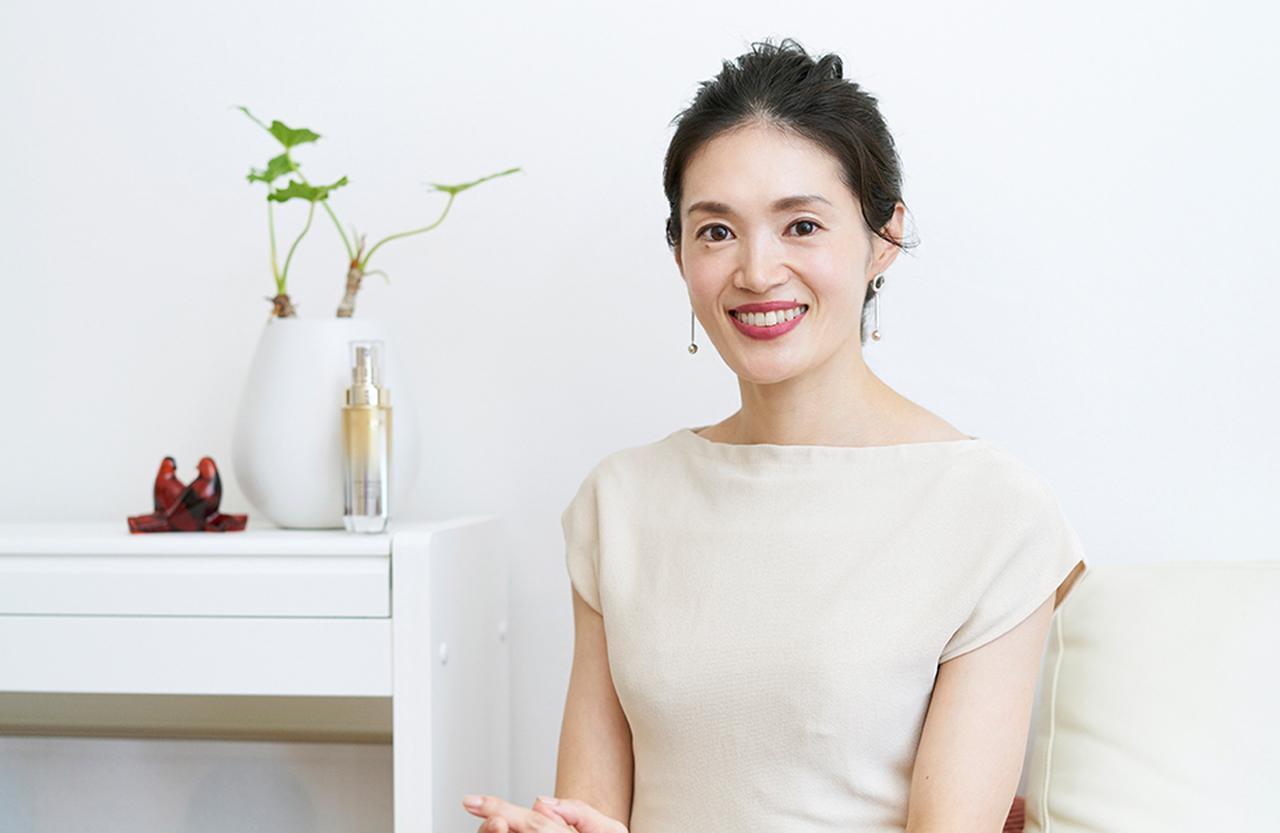 Images : 5番目の画像 - 「Design My Life <Vol.1> 噂のフェイスライン・コルセット美容 体験レポート 美容ジャーナリスト 鵜飼香子さん」のアルバム - T JAPAN:The New York Times Style Magazine 公式サイト