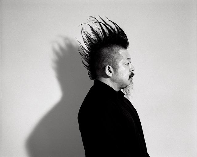 画像: 二宮 啓 デザイナー。アントワープ王立芸術アカデミーで学んだのち、コム デ ギャルソンで4年間パタンナーを務める。2012年10月に自身のブランド、ノワール ケイ ニノミヤをスタート