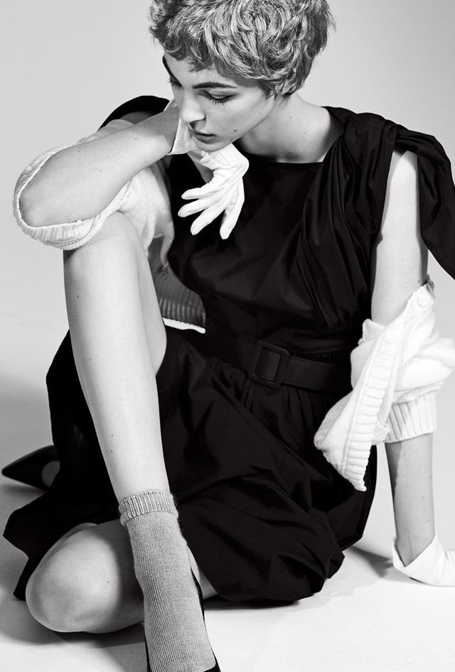 画像: ドレス(参考商品) ステップ インク(キャロリーナ ヘレラ)TEL. 03(5774)4551 カーディガン・ソックス/スタイリスト私物