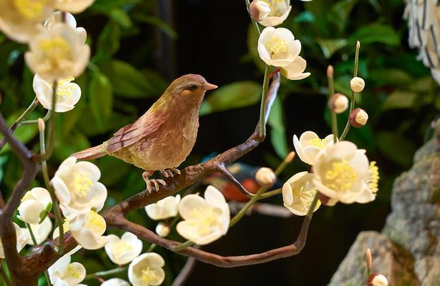 """画像: 「四季」の中には梅とウグイスも。""""日本らしさ""""が細やかに表現されている"""