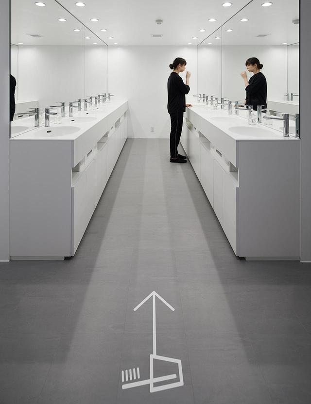 画像: パブリックの洗面所、シャワー室、トイレなどは清潔がモットー。キャビン同様、男女別の施設設計 ほかの写真をみる PHOTOGRAPHS: COURTESY OF NINEHOURS