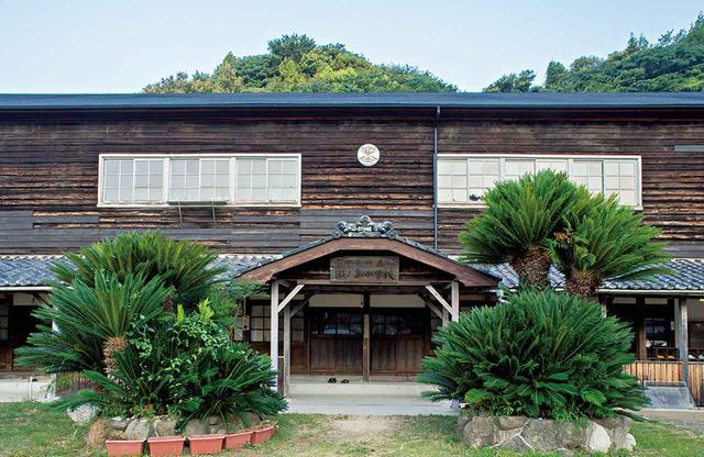 画像: 〈大三島憩の家〉は木造建築の廃校を再利用 ほかの写真をみる