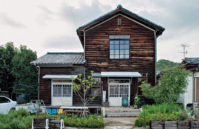 画像: 〈大三島みんなの家〉は、日中はカフェ、夜はワインバル(不定期)として営業 ほかの写真をみる
