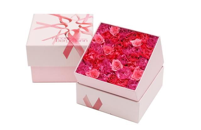 画像: 10月2日(火)~8日(月・祝)のキャンペーン期間中、「ニコライ バーグマン フラワーズ & デザイン フラッグシップ ストア」ではピンクリボン限定のオリジナル フラワーボックスを数量限定発売。写真はフレッシュフラワーボックス Sサイズ ¥4,000。売り上げの一部はJBCRG(Japan Breast Cancer Research Group)に寄付される