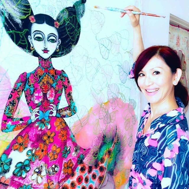 画像: 藤田理麻(RIMA FUJITA) 画家。画家としての活動のほか、チベット難民孤児達への教育支援にも取り組む。25周年を迎える東京での個展も11月に開催される。 https://rimafujita.com 『藤田理麻25周年記念新作絵画個展〜アンジャリ〜』 2018年11月7日(水)〜11月13日(火)新宿伊勢丹アートギャラリー