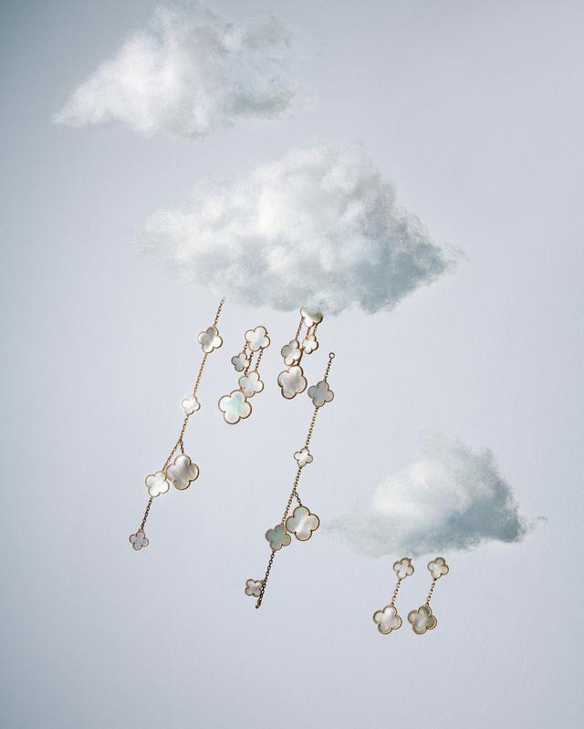 画像1: 四つ葉のクローバーをお守りに。 ジュエリーが導く、幸福の道しるべ