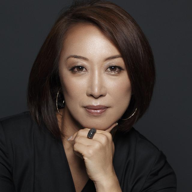 画像: 芦田多恵(TAE ASHIDA) 1991年「miss ashida」、2012年「TAE ASHIDA」コレクションを発表。女性を魅力的に見せるエレガントでモダンなスタイルが世界的評価を得る、日本を代表するデザイナーのひとり www.jun-ashida.co.jp @taeashida