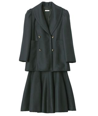 ジャケット¥198,000、スカート¥119,000