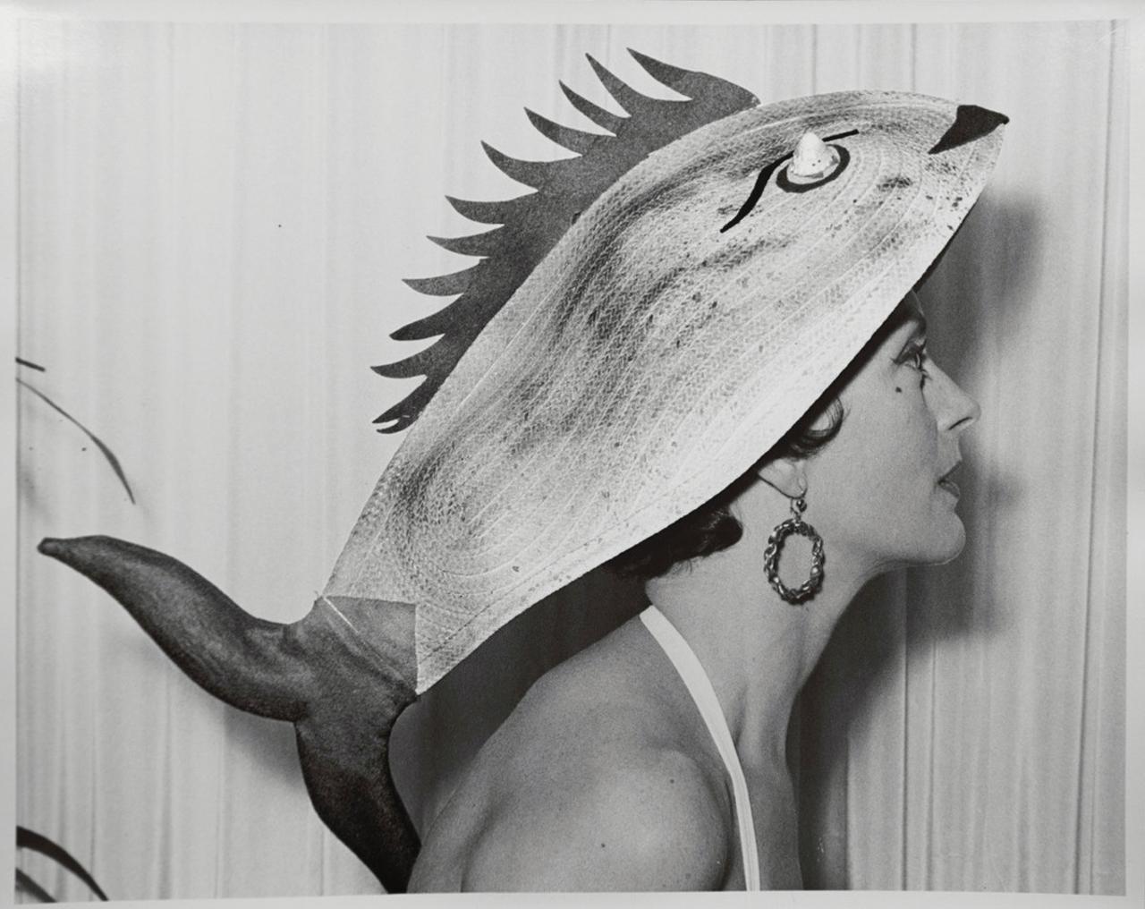 画像: ビルがデザインした遊び心にあふれるビーチハットより、魚の形をしたもの ほかの写真を見る