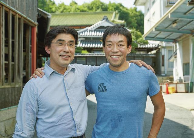 画像: 「飲み手目線の日本酒を」と日本酒愛で結ばれた古原(右)と丸本酒造社長の丸本仁一郎氏 ほかの写真をみる