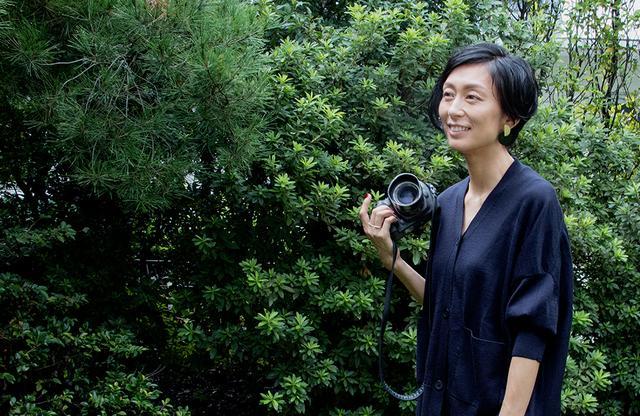 画像: 人や景色、食べ物……。写真家、中川正子さんの撮る対象はさまざまだが、共通するのは自身が「光や愛を感じる被写体」であること。ありふれた日常の中の、ふと心動かす光を捉えたその写真は、インスタグラムでも人気を集めている