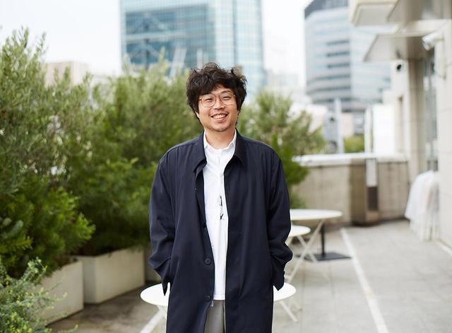 画像: 大丸隆平。OVERCOATデザイナー、oomaru seisakusho 2の代表取締役も務める。ちなみにoomaru seisakushoの名称は、実家の家具店、大丸製作所から。2016年には、東京に大丸製作所 3を設立し、OVERCOATのセールス拠点のひとつにしている ほかの写真をみる