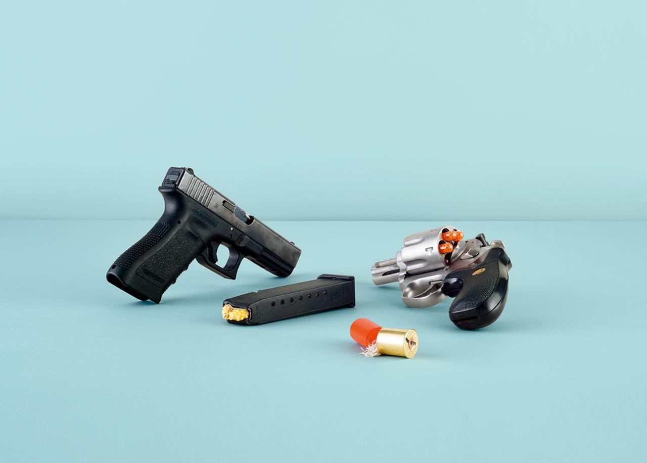 Images : ダレン・ベイダーによる 4 作品:銃弾の研究