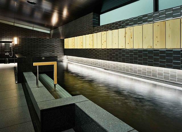 画像: 9階のロビー階に造られた男女別の大浴場は、男女ともに寝湯が完備。女性用のパウダールームにはマッサージチェアも ほかの写真をみる