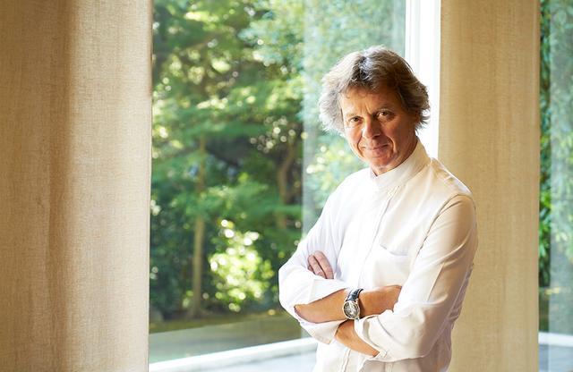 画像: ギィ・マルタン 1957年、フランス・サヴォア地方生まれ。1991年にパリ1区のレストラン「ル・グラン・ヴェフール」の統括シェフに就任。2000年、同店でミシュランガイド三ツ星を獲得。2012年レジオン・ドヌール勲章オフィシエ。今年9月にパリ郊外に家庭料理の店をオープン。さらに、イタリア・プーリア州の古い村にある歴史的建造物を改装し、シャンブルドットもオープンした