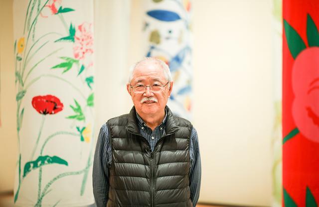 画像: 石本藤雄。2010年には国を代表するアーティストとしてフィンランドの最高位の勲章で知られるフィンランド獅子勲章プロ・フィランディア・メダルを受勲、日本では2011年に旭日小綬章などを受章。2018年で77歳を迎えた