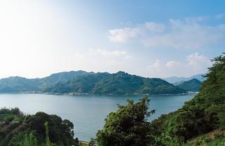 瀬戸内海と宇和海を隔てる佐田岬半島
