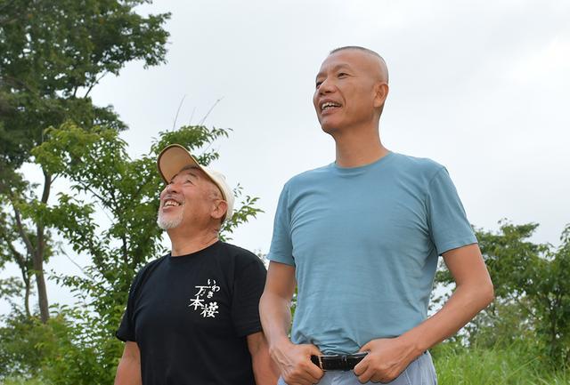 画像: 蔡国強(右)と志賀忠重 PHOTOGRAPH BY KAZUO ONO