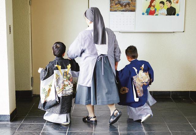 画像: キリ スト教系の施設で行われた七五三 PHOTOGRAPH BY JOJI WAKITA ほかの写真をみる