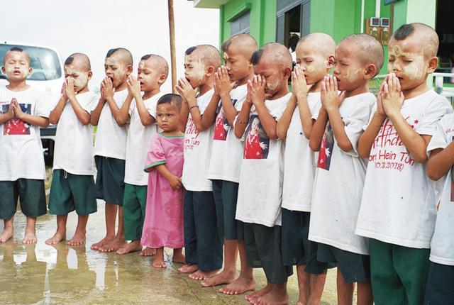 画像: ミャンマーでは孤児たちの施設を訪ねた PHOTOGRAPH BY TAEJUN SHIN ほかの写真をみる