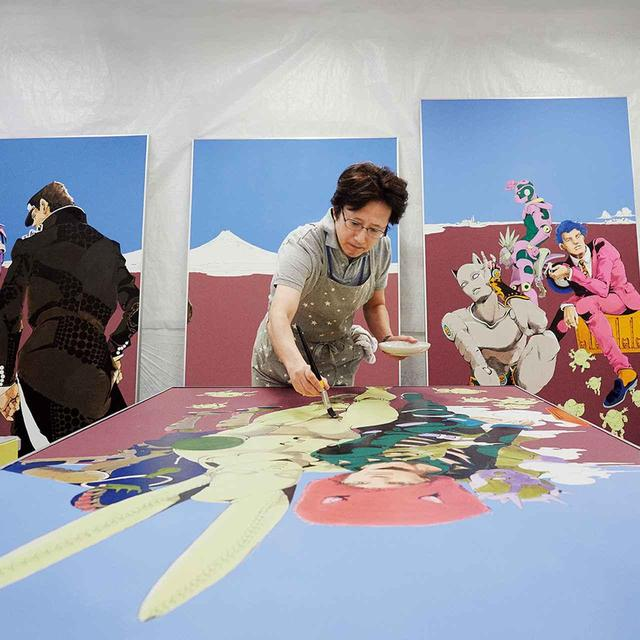 "画像: Araki adding the finishing touches to the 12 large scale original artworks. The motifs for the 12 works are the characters of ""JoJo's Bizarre Adventure"". ""At this life-sized scale, the brush moves as if I were caressing the face or the body. It made the characters I've drawn thousands of times before even more endearing to me."""
